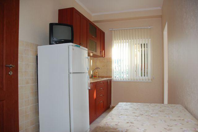 Алушта частный сектор 2х комнатный номер 1 этаж с кухней